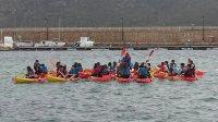 Primera excursión con kayak para grupos de escolares en Menorca