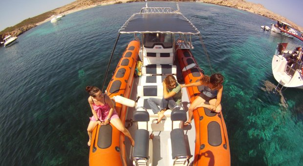 Pack boat trip around north coast beaches and kayaking route + snorkelling in the marine reserve