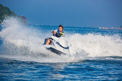 ¿Cuánto cuesta alquilar motos de agua en Menorca?